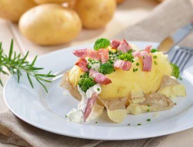 Zimska peka na žaru - krompir s slanino v foliji
