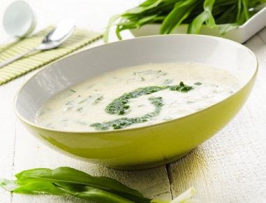 Špargljeva juha s čemažem