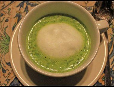 Špargljeva juha s peno