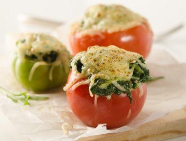 Polnjeni paradižniki s špinačo in sirom