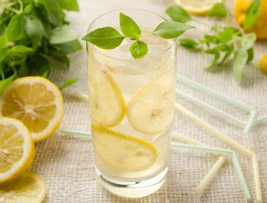 Limonada z baziliko