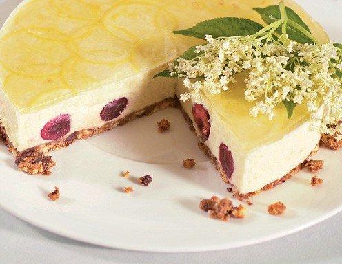 Hollerbluten Griess Torte Mit Herzkirschen Rezept Ichkoche At