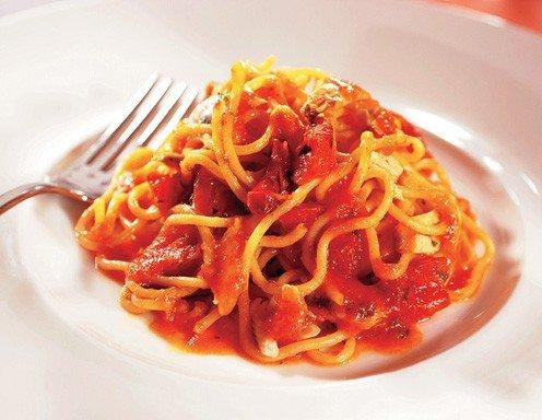 spaghetti mit sardellen und getrockneten tomaten rezept. Black Bedroom Furniture Sets. Home Design Ideas