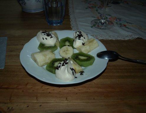 kiwi bananen dessert mit eierlik rcreme rezept. Black Bedroom Furniture Sets. Home Design Ideas