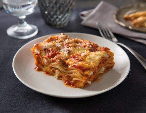 klassische lasagne mit sauce bolognese rezept. Black Bedroom Furniture Sets. Home Design Ideas