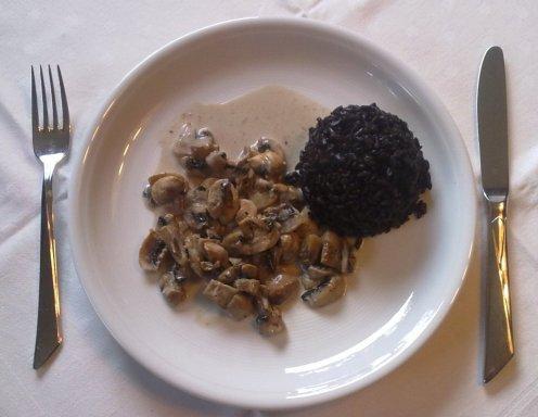 schwarzer reis auf champignon rahmso e rezept. Black Bedroom Furniture Sets. Home Design Ideas