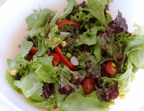 sommerlicher salat mit balsamicodressing rezept. Black Bedroom Furniture Sets. Home Design Ideas