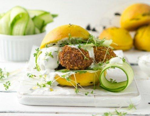 Falafel Burger Mit Minzjoghurt Und Babygurke Rezept Ichkocheat