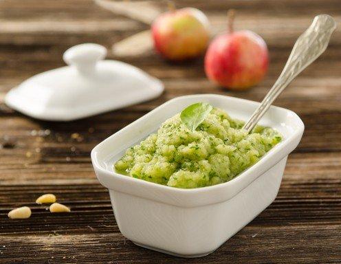 Apfel-Vogerlsalat-Pesto