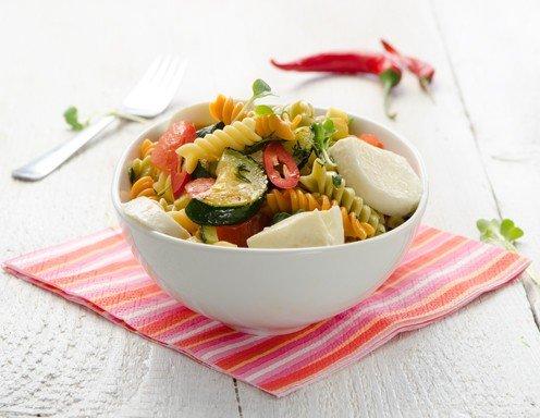 Rezept für Nudel-Zucchini-Salat mit geschmolzenen Tomaten