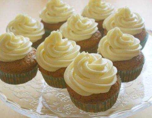 vanillecupcakes mit buttercreme rezept. Black Bedroom Furniture Sets. Home Design Ideas