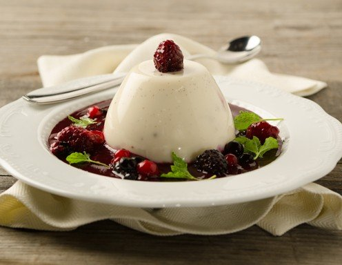 panna cotta mit beerensauce rezept. Black Bedroom Furniture Sets. Home Design Ideas