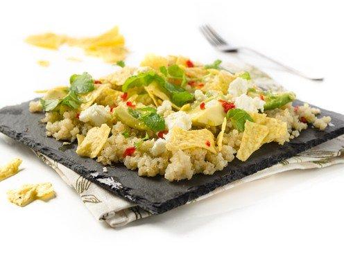quinoa avocado salat mit nachos und feta rezept. Black Bedroom Furniture Sets. Home Design Ideas