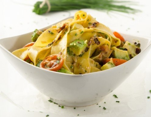 Cremige Pappardelle mit Avocado
