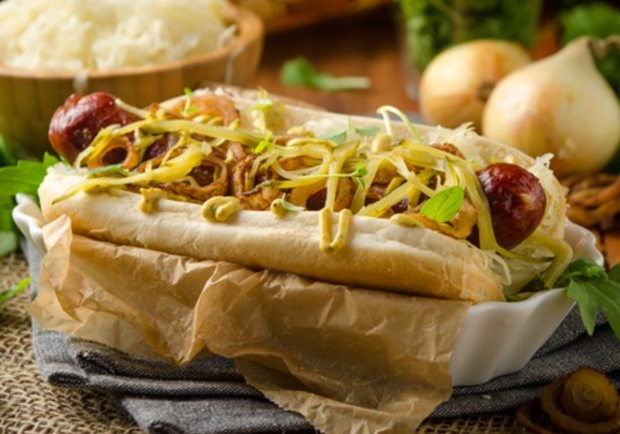 hot dog mit sauerkraut mohnsenf und r stzwiebeln rezept. Black Bedroom Furniture Sets. Home Design Ideas