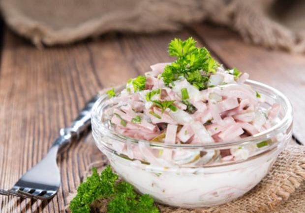 Wurstsalat mit Mayonnaise - Rezept - ichkoche.at
