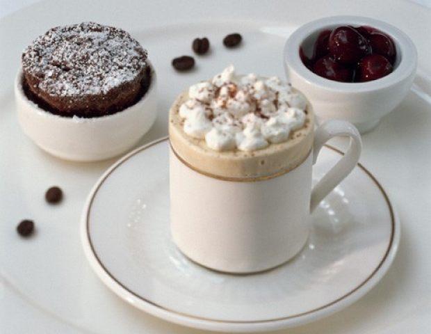 cappuccino parfait mit soufflierter schokolade und. Black Bedroom Furniture Sets. Home Design Ideas
