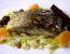 Slani krap z rozinami in pinjolami na solati iz zelene