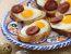Tapas s prepeličjimi jajci in klobaso chorizo