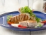 Tunini zrezki z omako iz belega vina in rukole