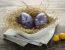 Modri velikonočni pirhi - barvanje z borovnicami