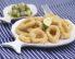 Ocvrti lignji z avokadovo in kumarično solato ter s crostini