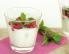 Jogurt z malinami, sezamom in baziliko